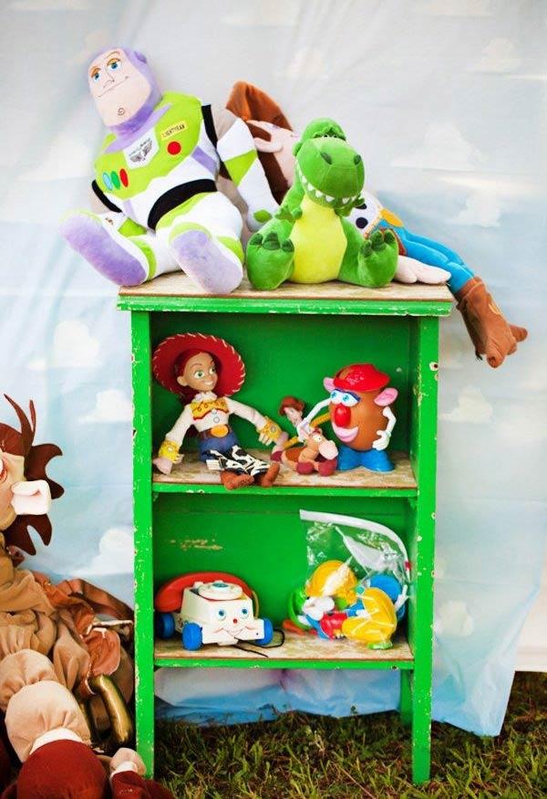 Aproveite para decorar com os brinquedos do seu pequeno