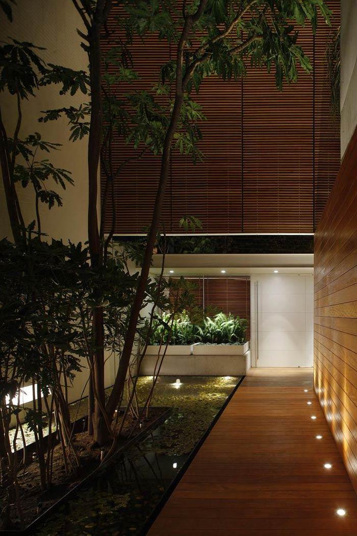 Aposte na iluminação do piso para uma entrada convidativa