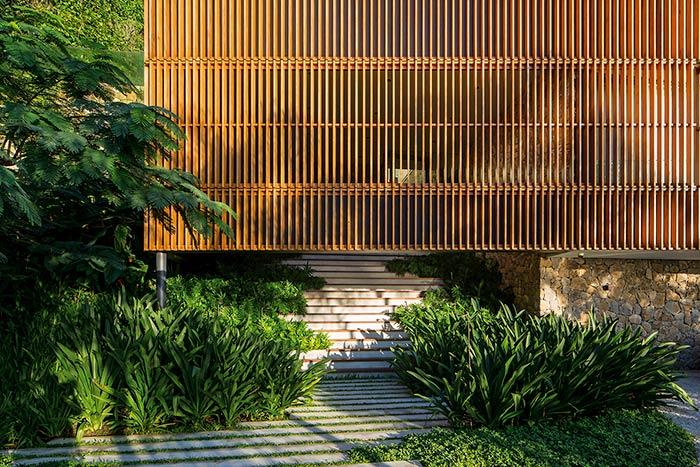 Um cenário bem brasileiro com a mistura da madeira e plantas
