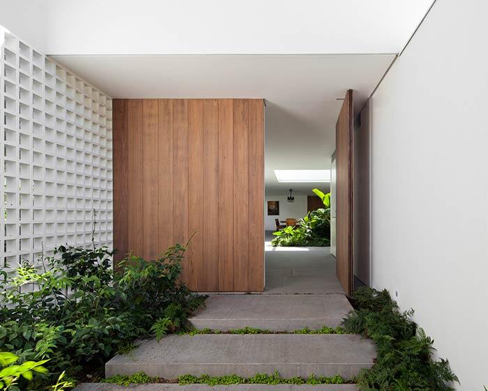 Entrada de casa com varanda