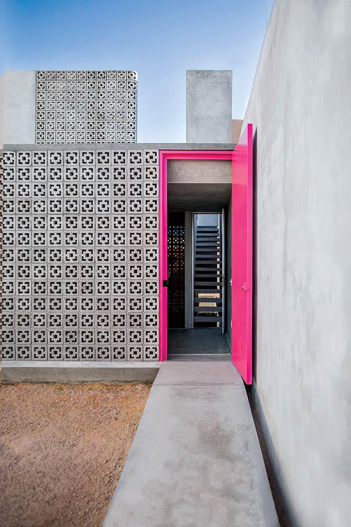 Pinte a porta de entrada para destacar a fachada