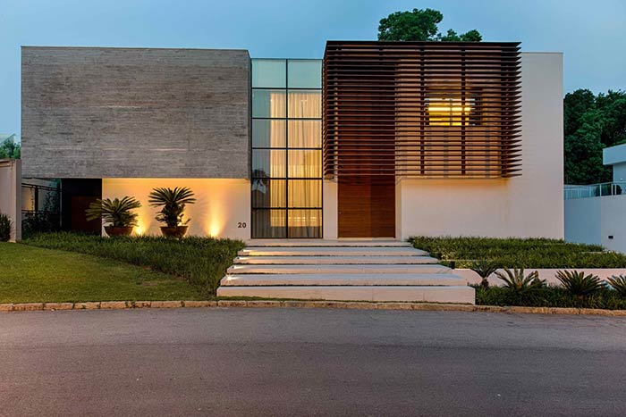 Escadas largas denotam o poder da casa