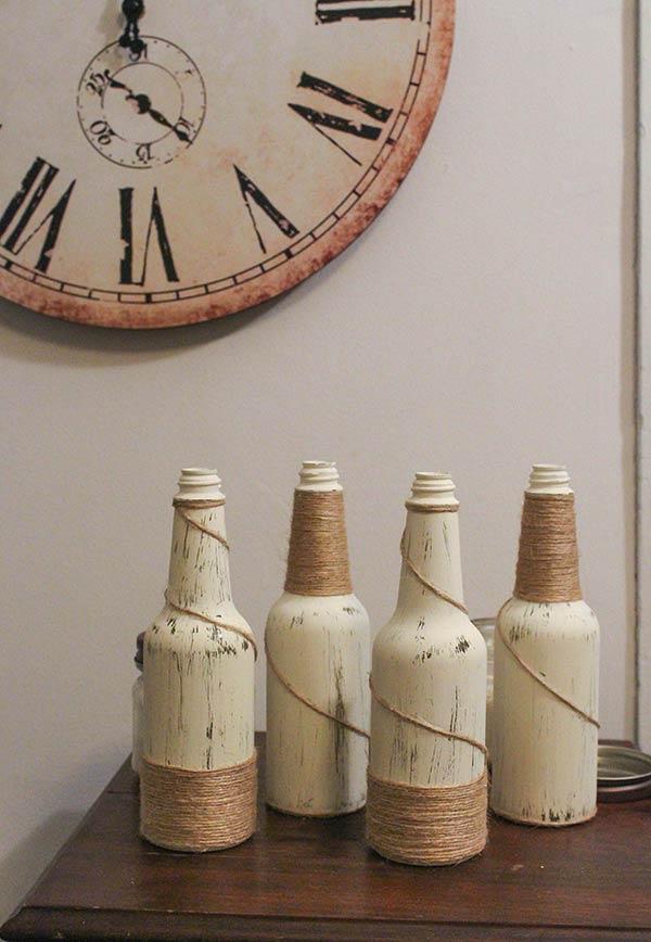 Barbante em garrafas pintadas
