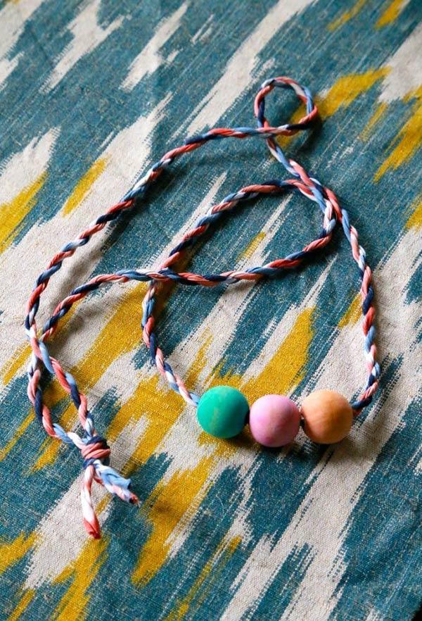 Colar rústico e colorido