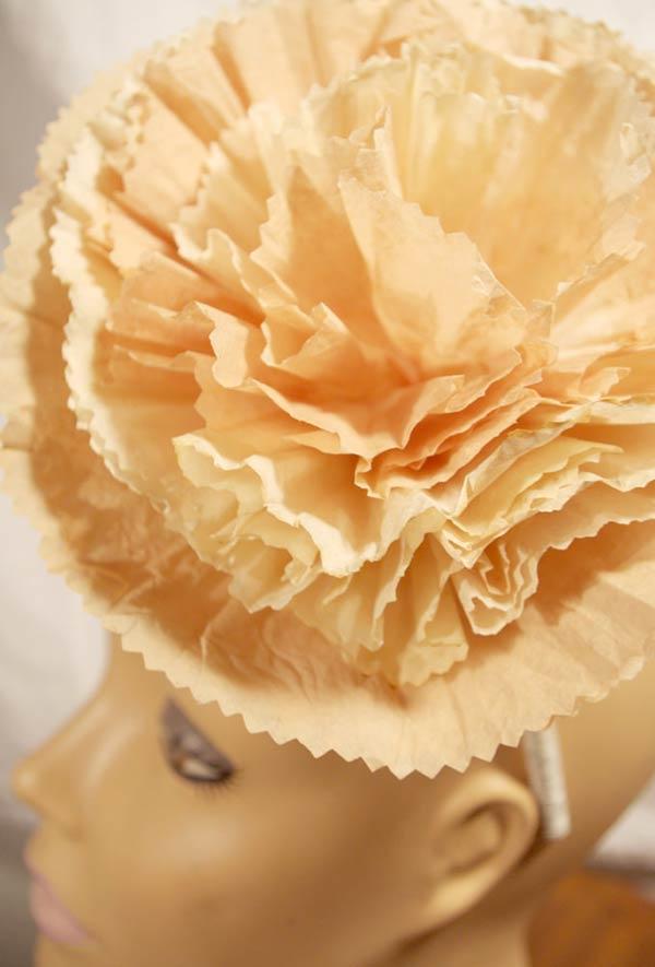 Flor exuberante na tiara