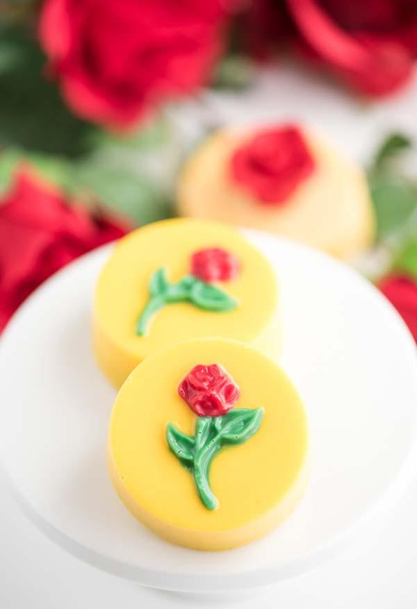 Bombom decorado com uma rosa