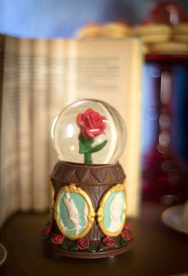 Globo com a rosa para decorar a mesa
