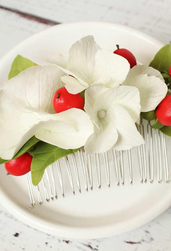 Acessório de flores para o cabelo com EVA que até parece de verdade
