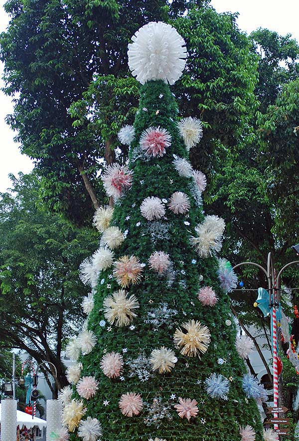 Pompons de pet para decorar a árvore