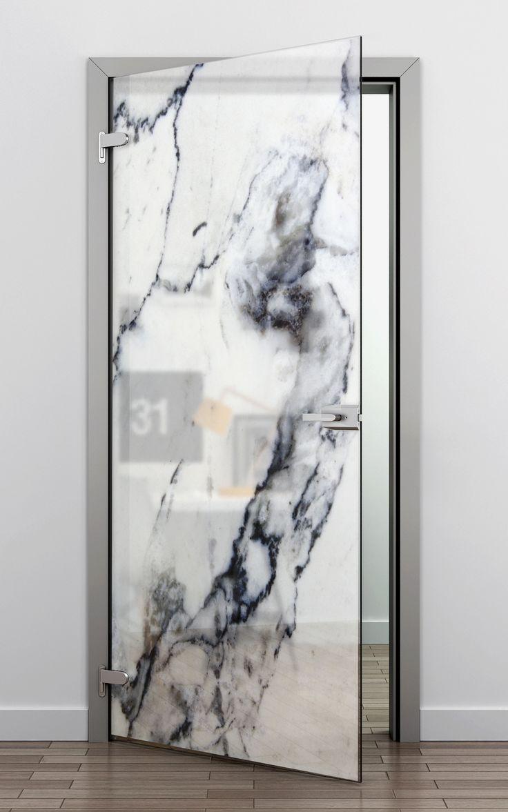 Porta de vidro com adesivo de mármore