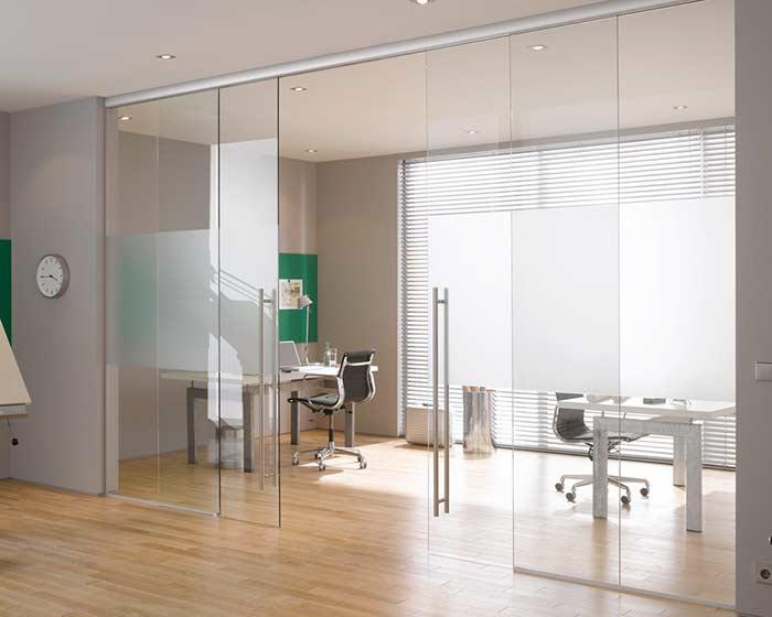 Porta de vidro simples e funcional na medida certa