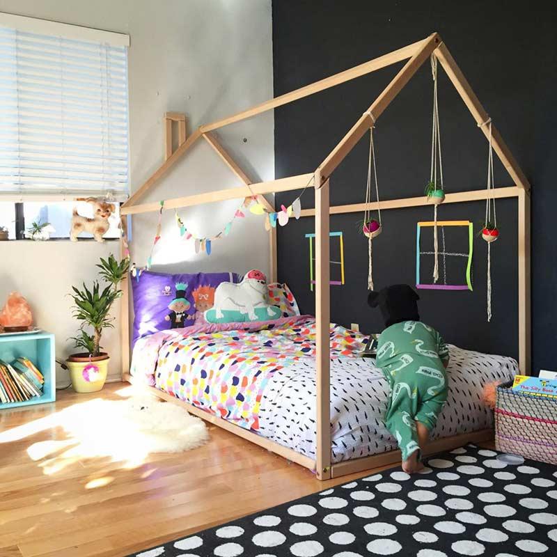 Enfeites de fio para decorar a cama montessoriana