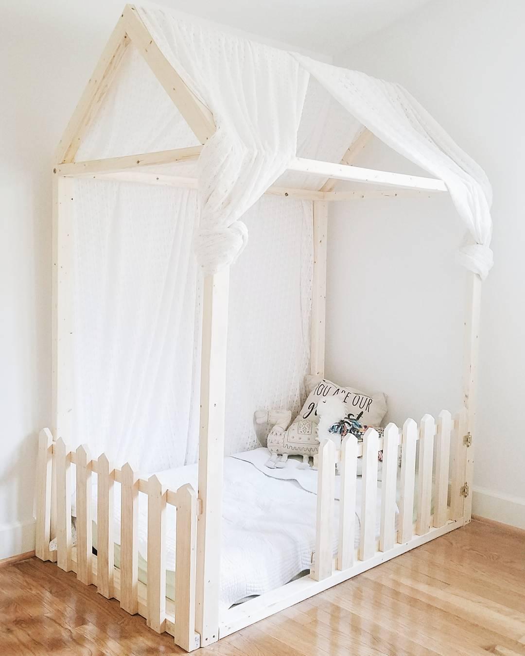 Cortina de voal para cobrir a cama