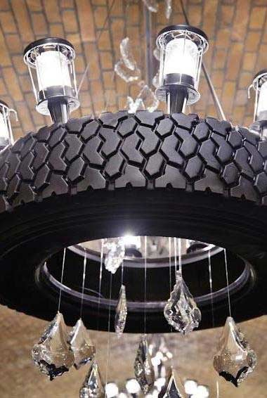 Lustre diferente com cristais e pneus