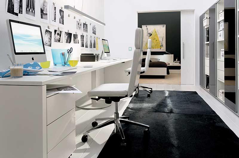 Home office com decoração de fotos
