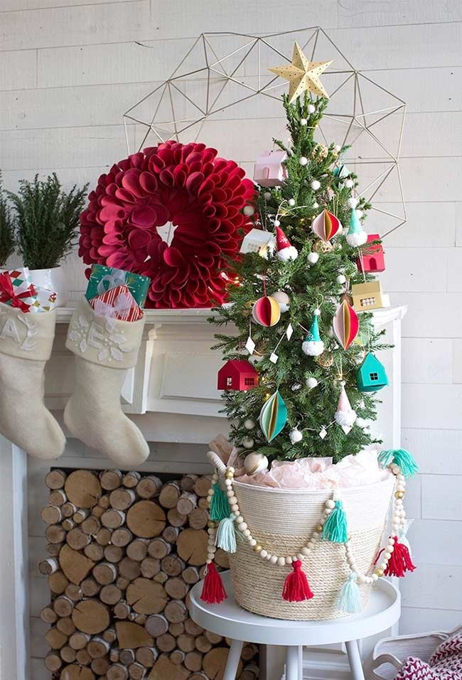 Árvore de Natal decorada pequena para mesa