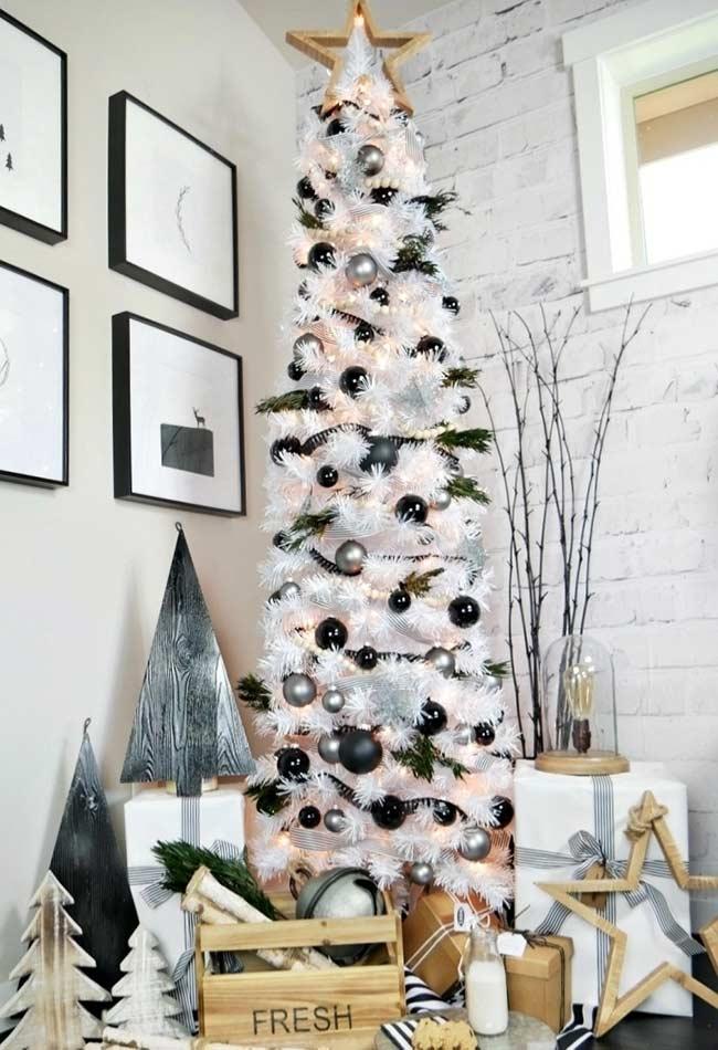 Árvore de Natal grande com galhos
