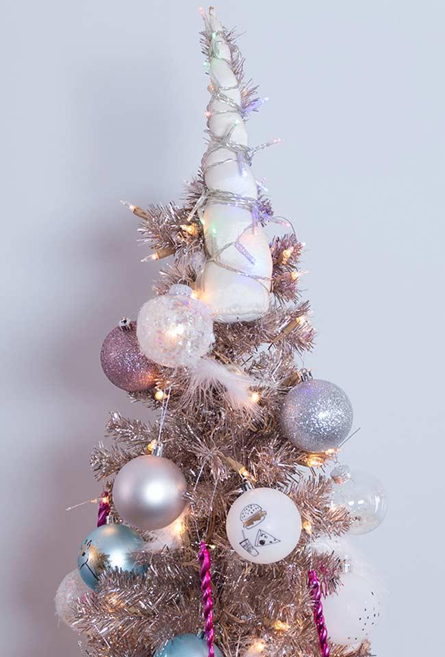 Árvore mágica decorada no estilo unicórnio