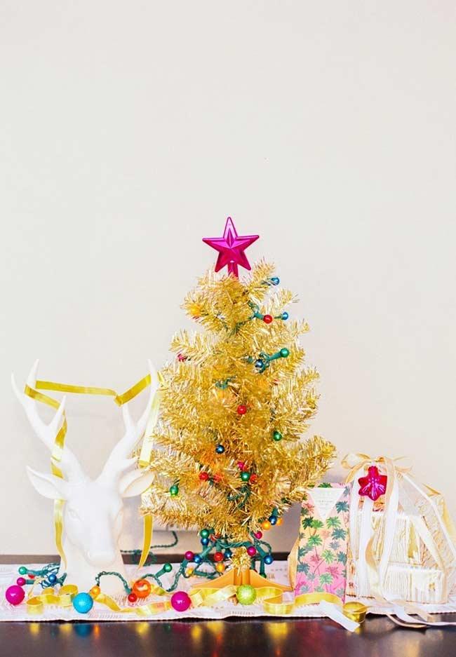 Árvore decorada com pisca-pisca