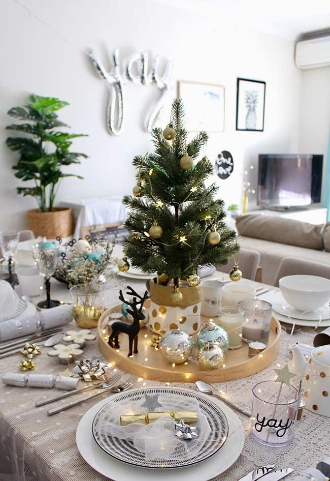Árvore de Natal decorada para mesa