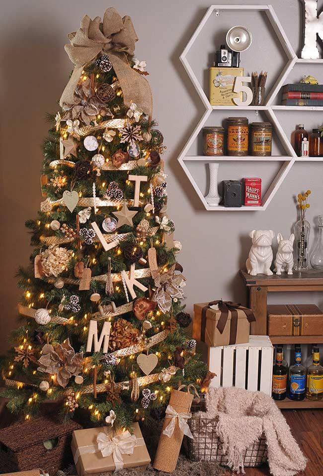 Enrole seu pinheiro com fitas decorativas