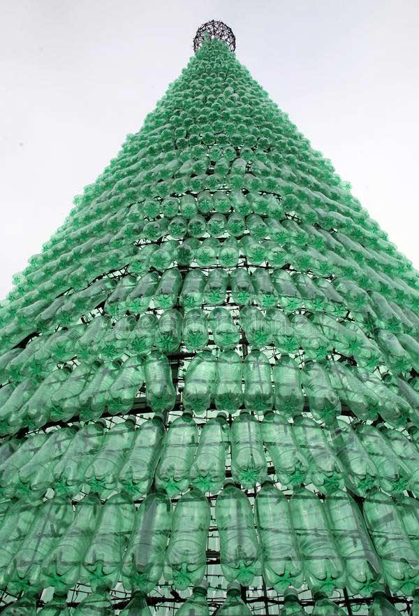 Uma estrutura GIGANTE para uma árvore com garrafa PET