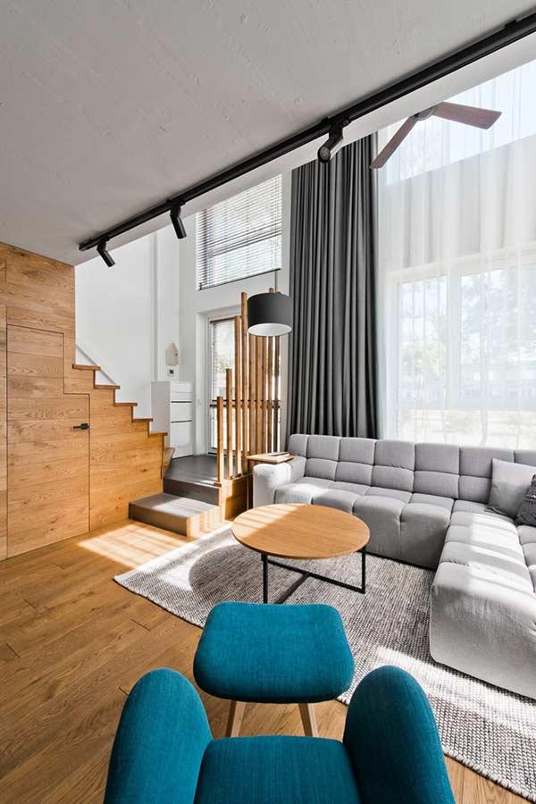 Cortina neutra para uma sala que segue o mesmo estilo