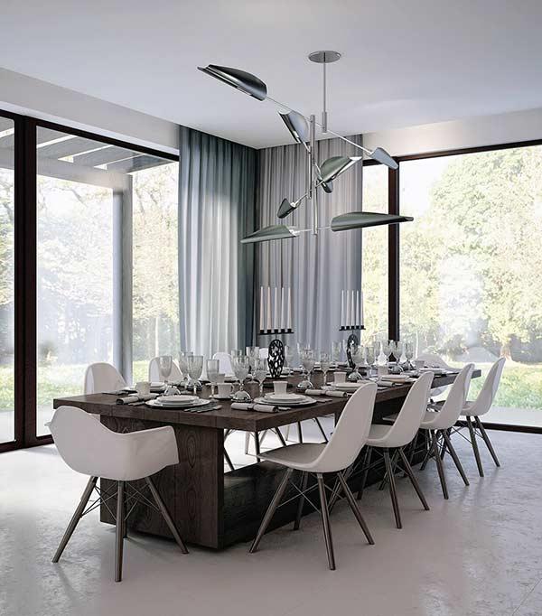 A cortina de cetim combina perfeitamente em uma sala de jantar
