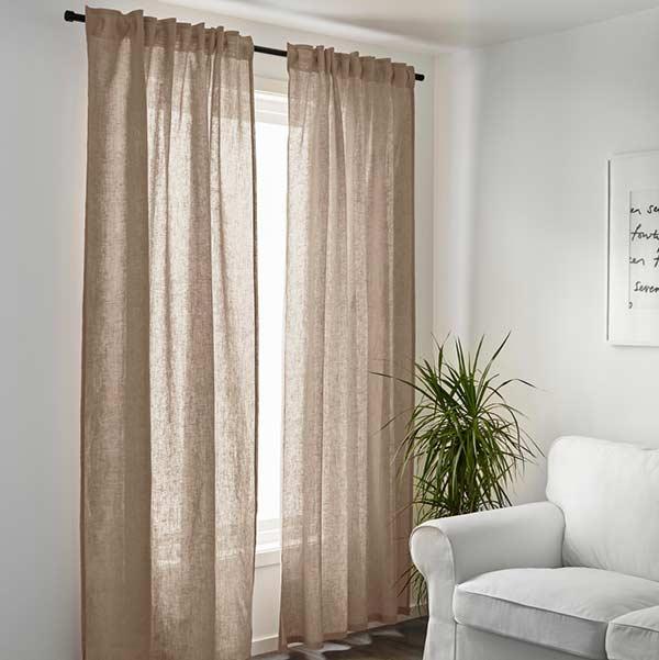 Tecido de linho na cortina para um ambiente neutro