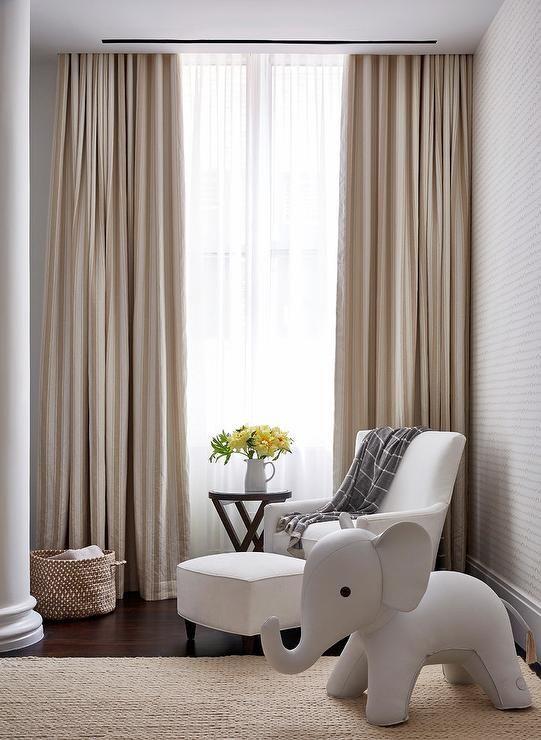 Ambiente com cortina de sarja