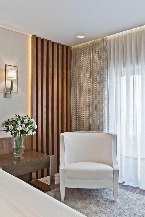 Ambiente com cortina de voil e richelieu