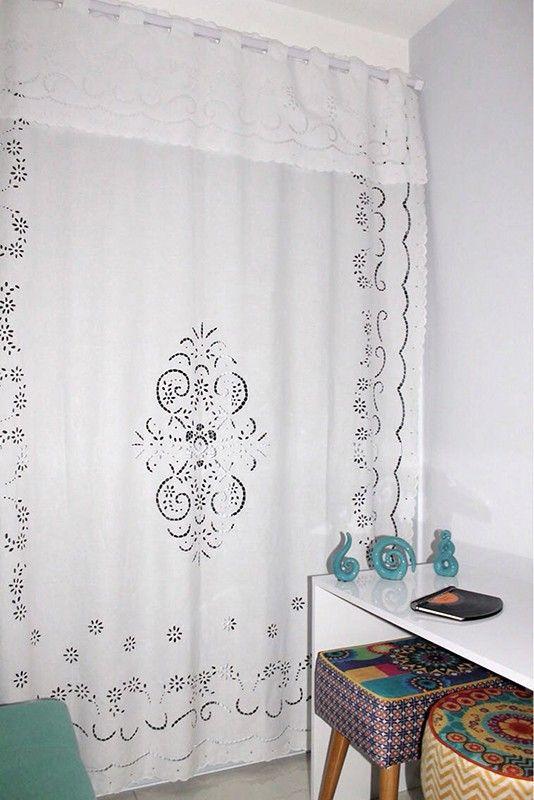 Detalhes que destacam o tecido da cortina de richelieu