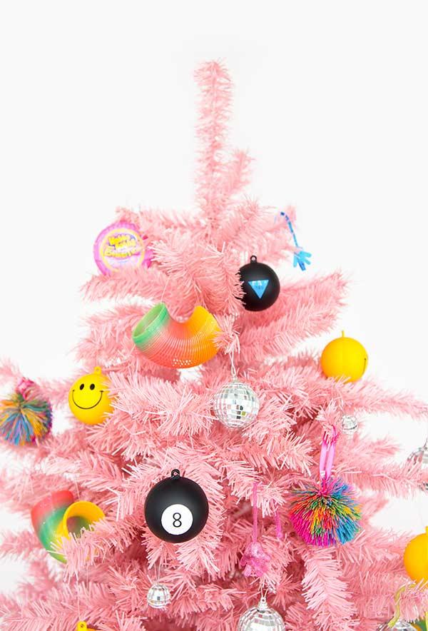 Bolinhas divertidas e nostálgicas para árvore
