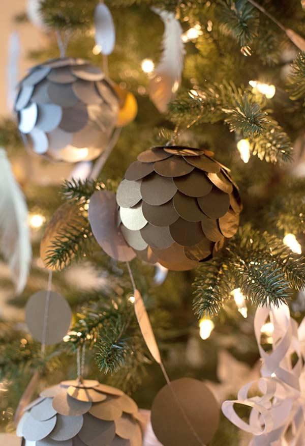 Círculo de papel colorido para personalizar a árvore de Natal