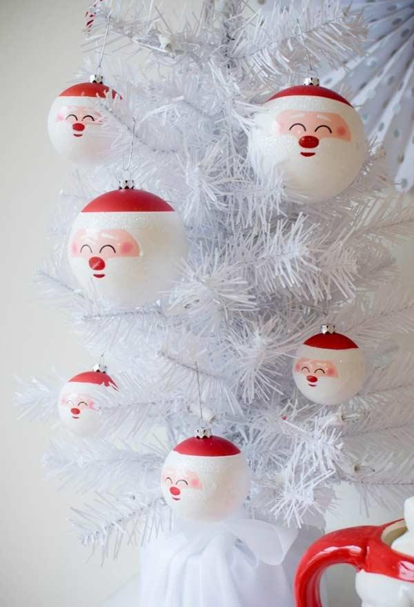 Bolas de Natal com formato do rosto do Papai Noel