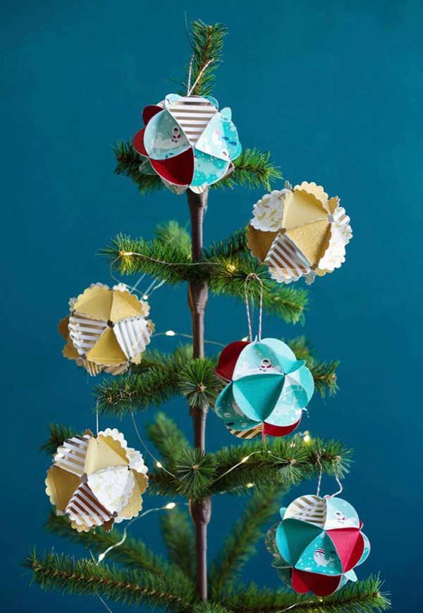 Bolas de Natal com dobradura de papel