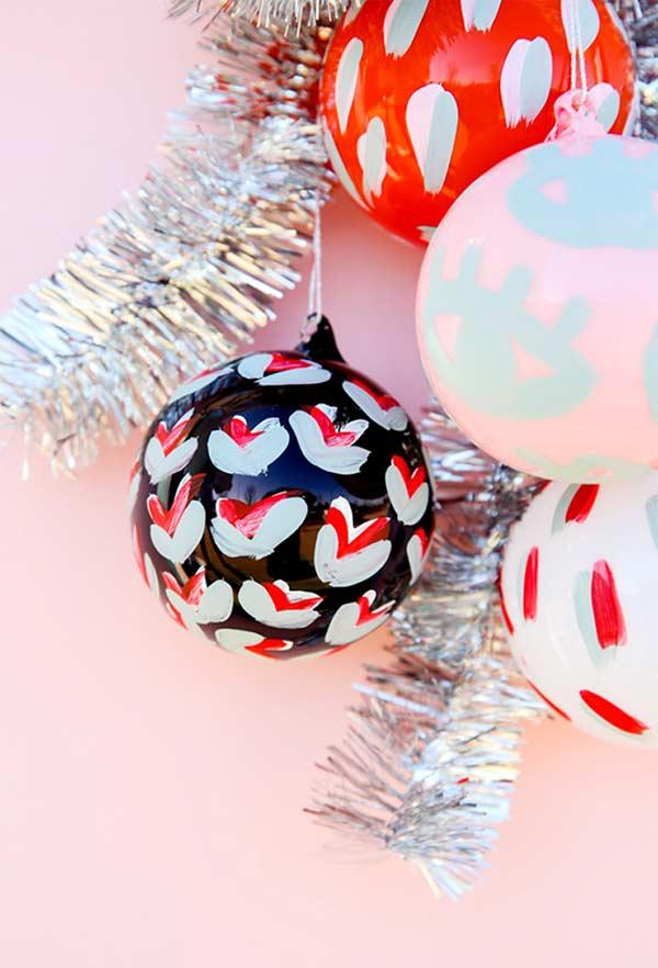 Bolas de Natal com tinta acrílica