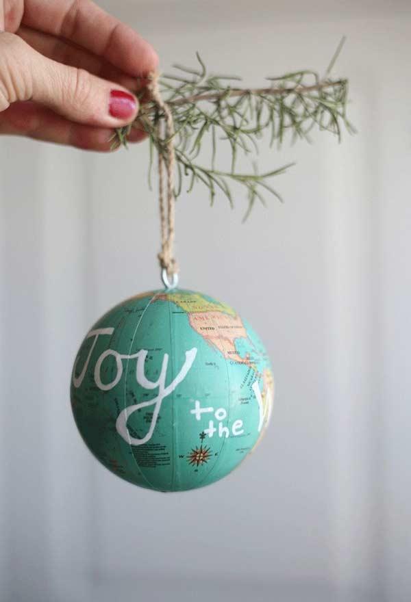 Revestimento de papel em bolas natalinas