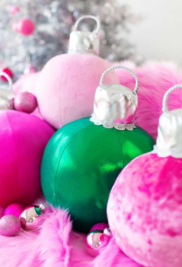 Lindas bolas de Natal de pelúcia