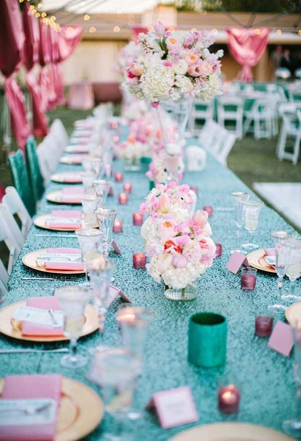 Mesa com toalha azul Tiffany
