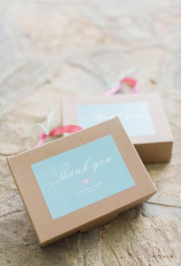 Detalhes da caixinha de lembrancinha com azul Tiffany
