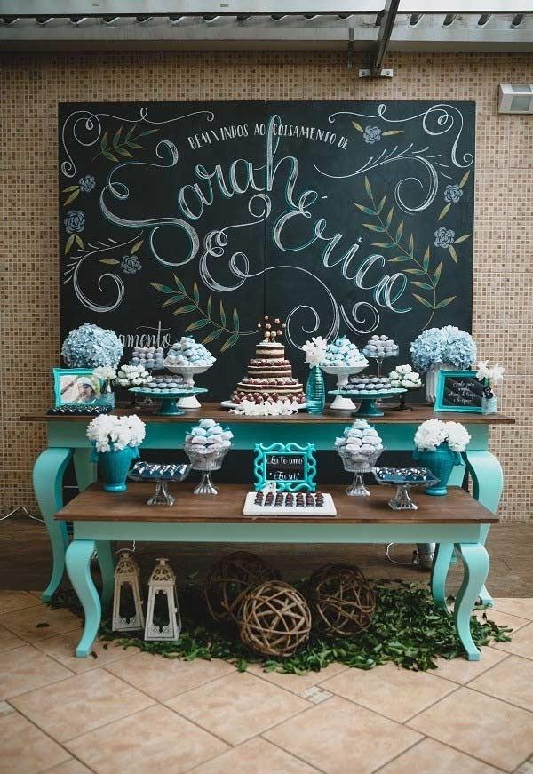 Mesa de casamento decorada com azul Tiffany