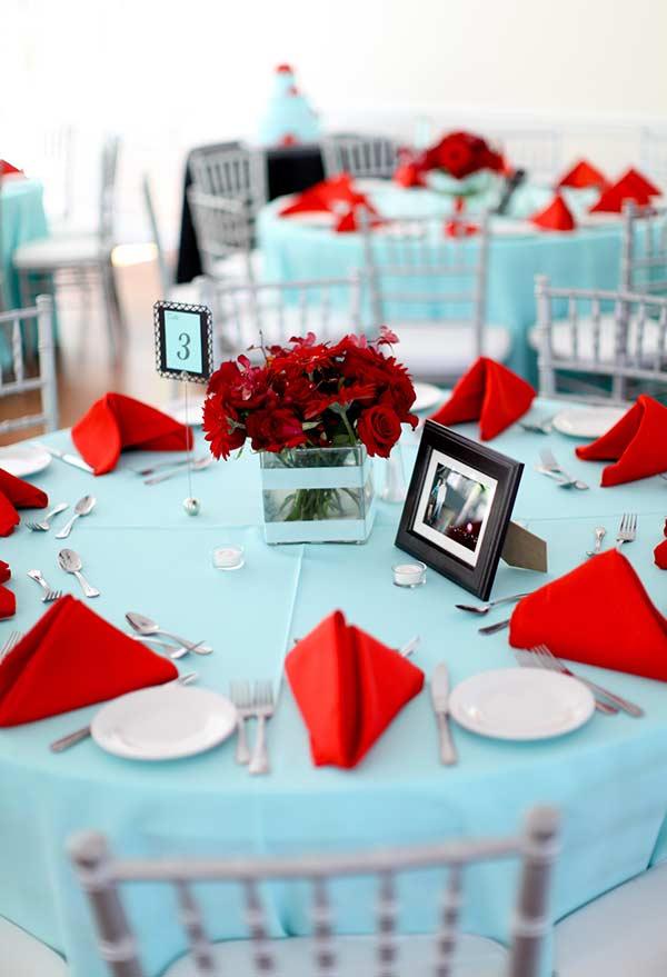 combinação de azul Tiffany, vermelho e branco no casamento