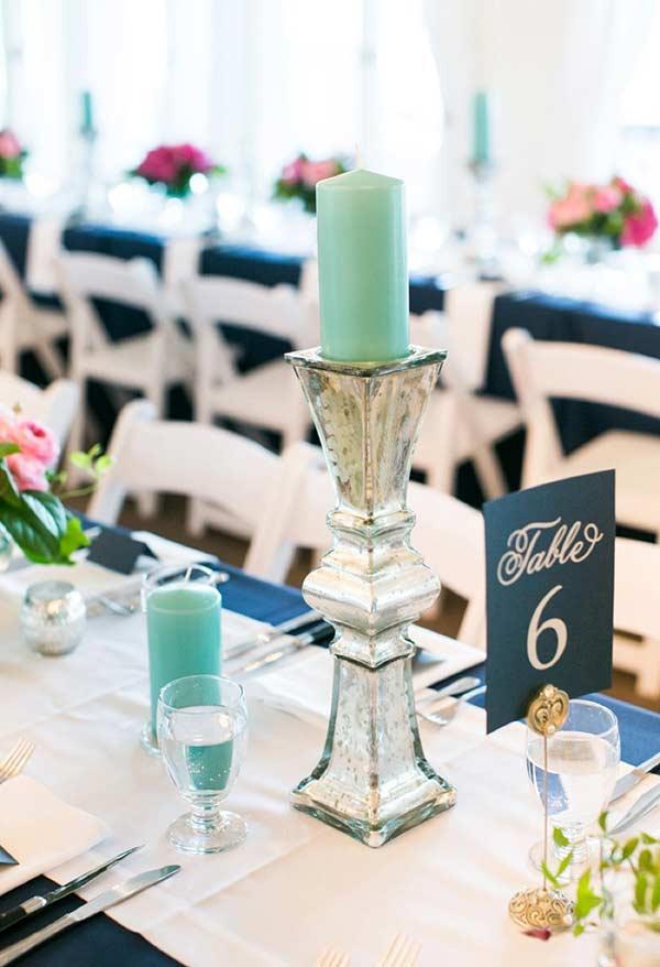 Velas na cor azul Tiffany para a decoração da mesa