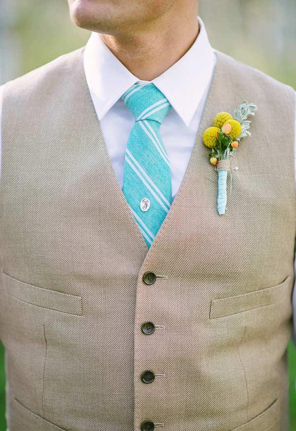 Gravata do noivo combinando com a decoração do casamento