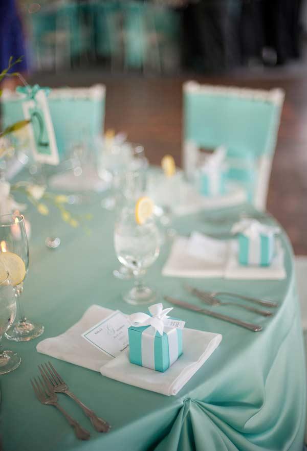 Detalhes da decoração da mesa azul Tiffany