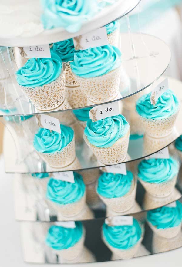 Cupcakes supercoloridos com azul Tiffany