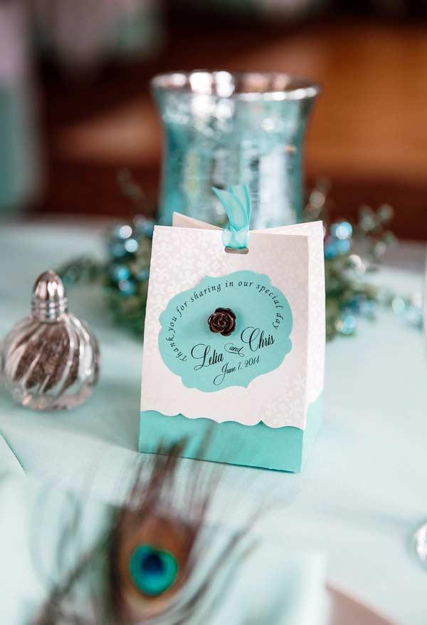 Sacolinha de lembrancinha de casamento com detalhes em azul Tiffany