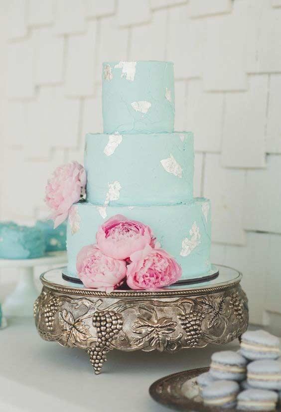 Bolo azul Tiffany com detalhes prateados