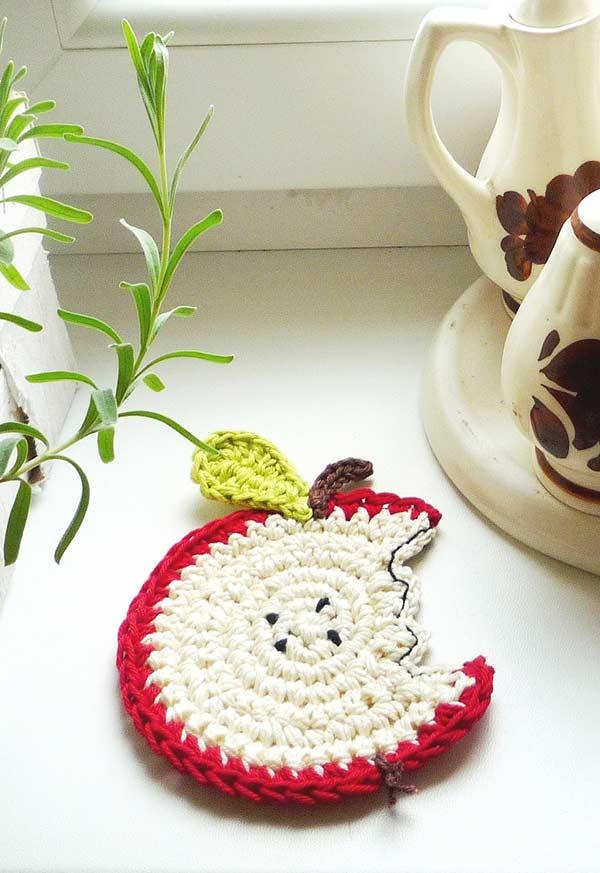 Protetor para a mesa em crochê no formato de maçã